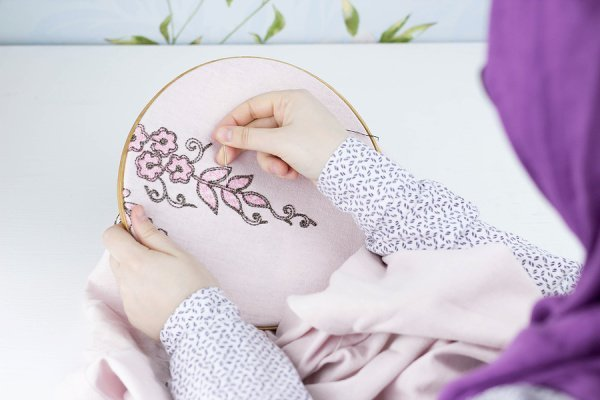 8 Step-by-Step Embroidery Tutorials for Newbies and Past