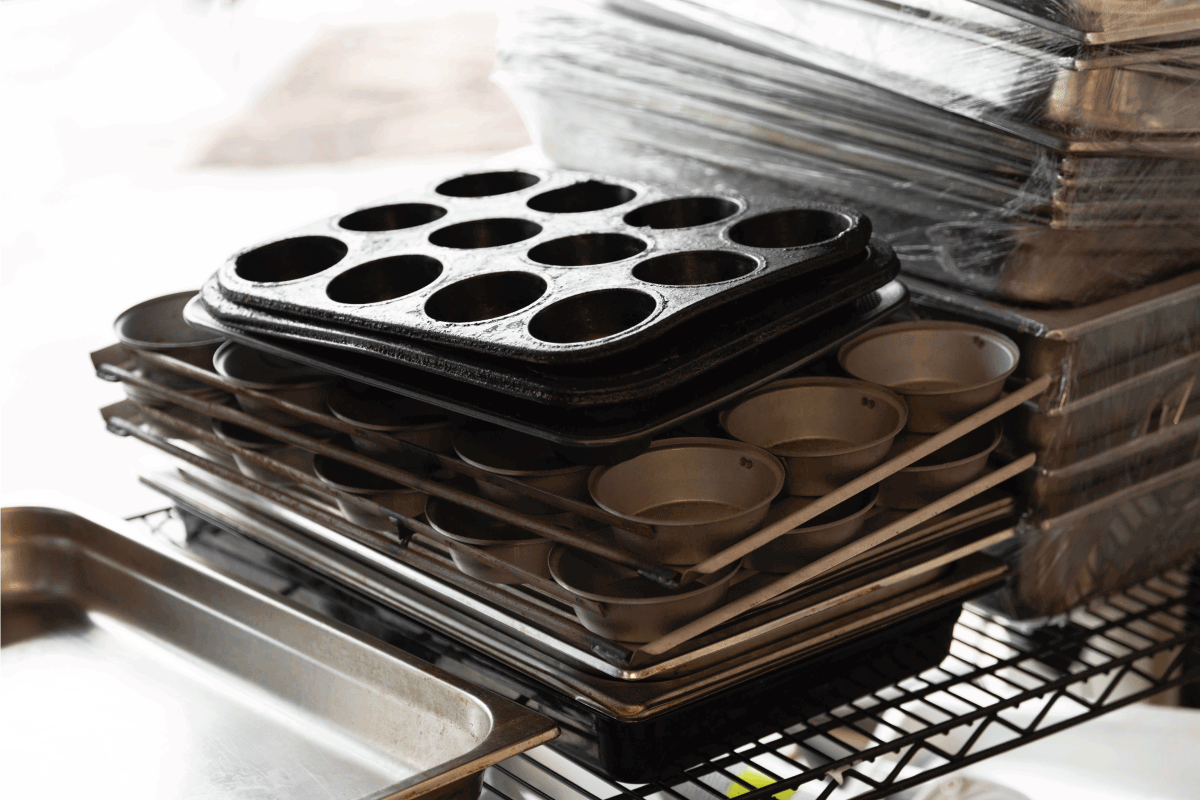 How To Set up Baking Pans [7 Options To Consider]